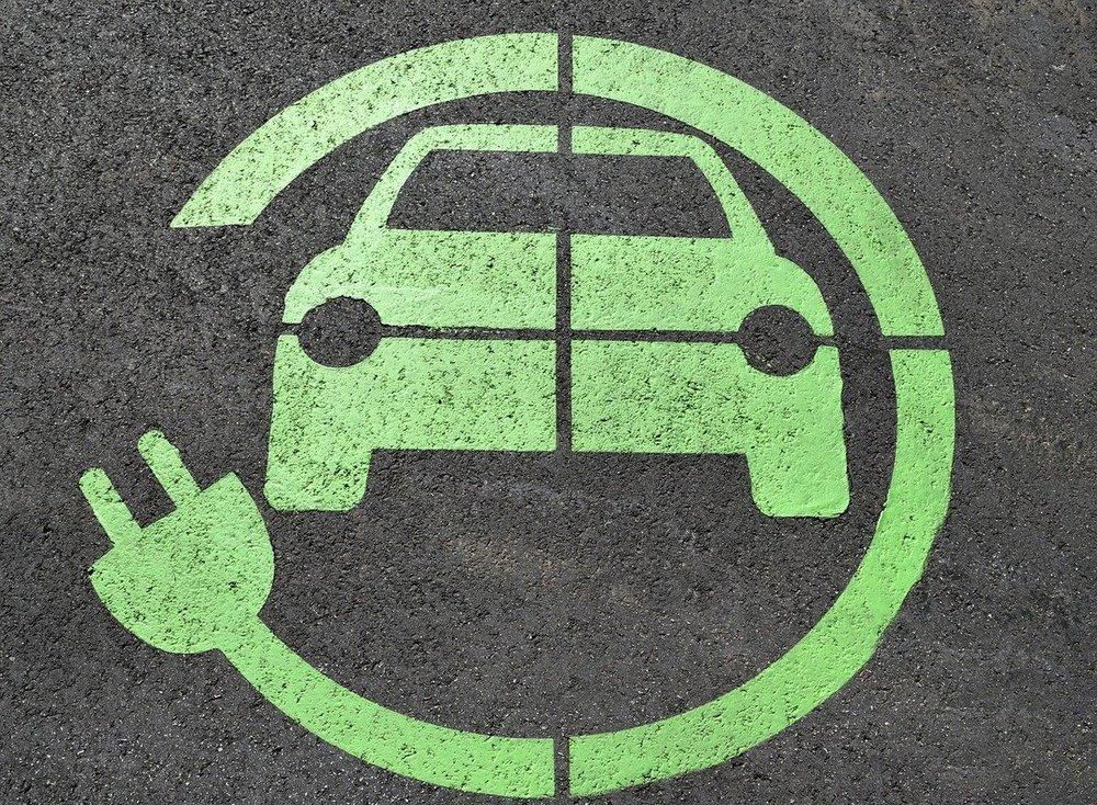Stacje ładowania samochodów elektrycznych - na czym to polega?